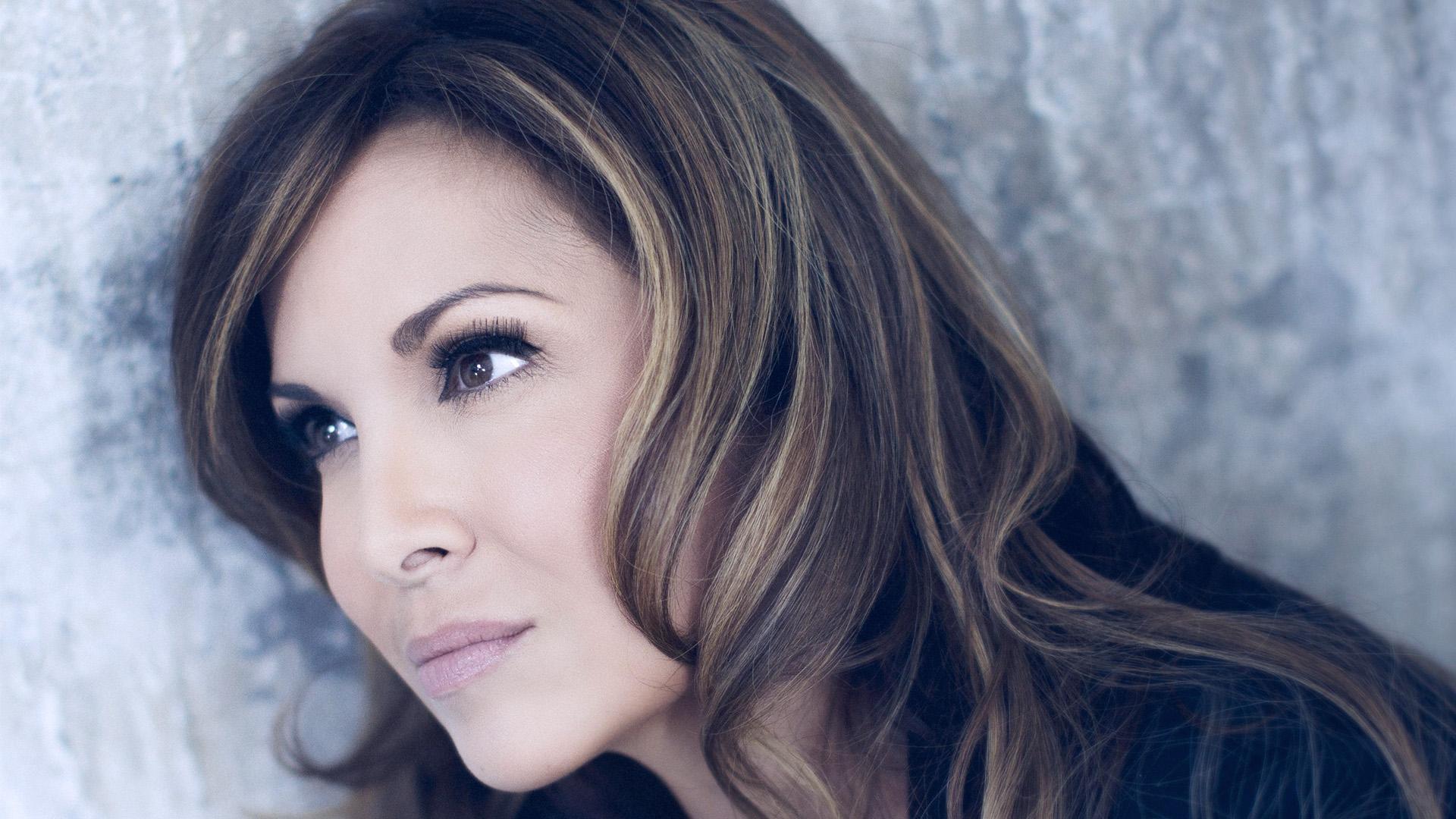Helene Segara 演唱的法语歌曲 Encore une fois - 纽约文摘 - 纽约文摘