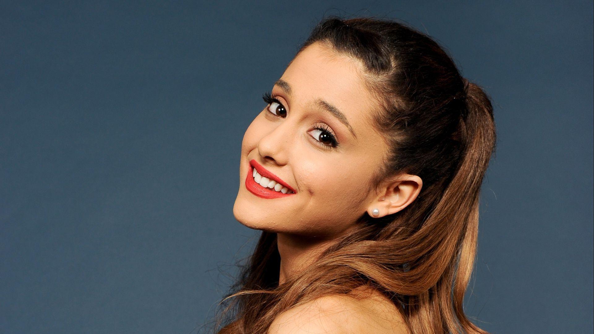 Ariana Grande Backdrop Wallpaper